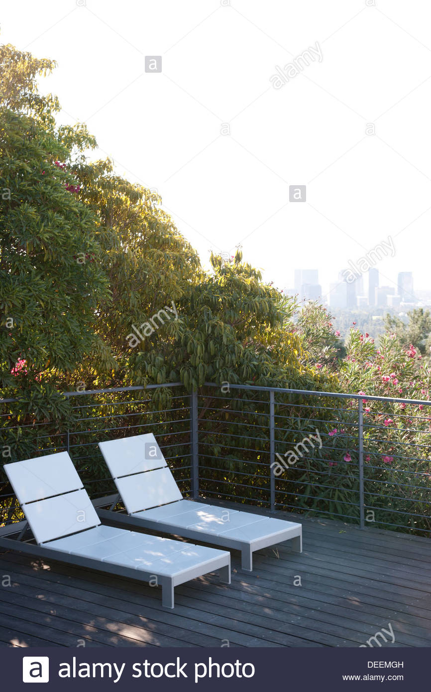 Seating area overlooking cityscape - Stock Image