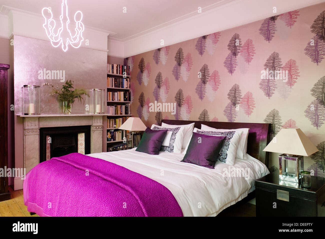 Bedroom accented with bold fuscia and muted metallics - Stock Image