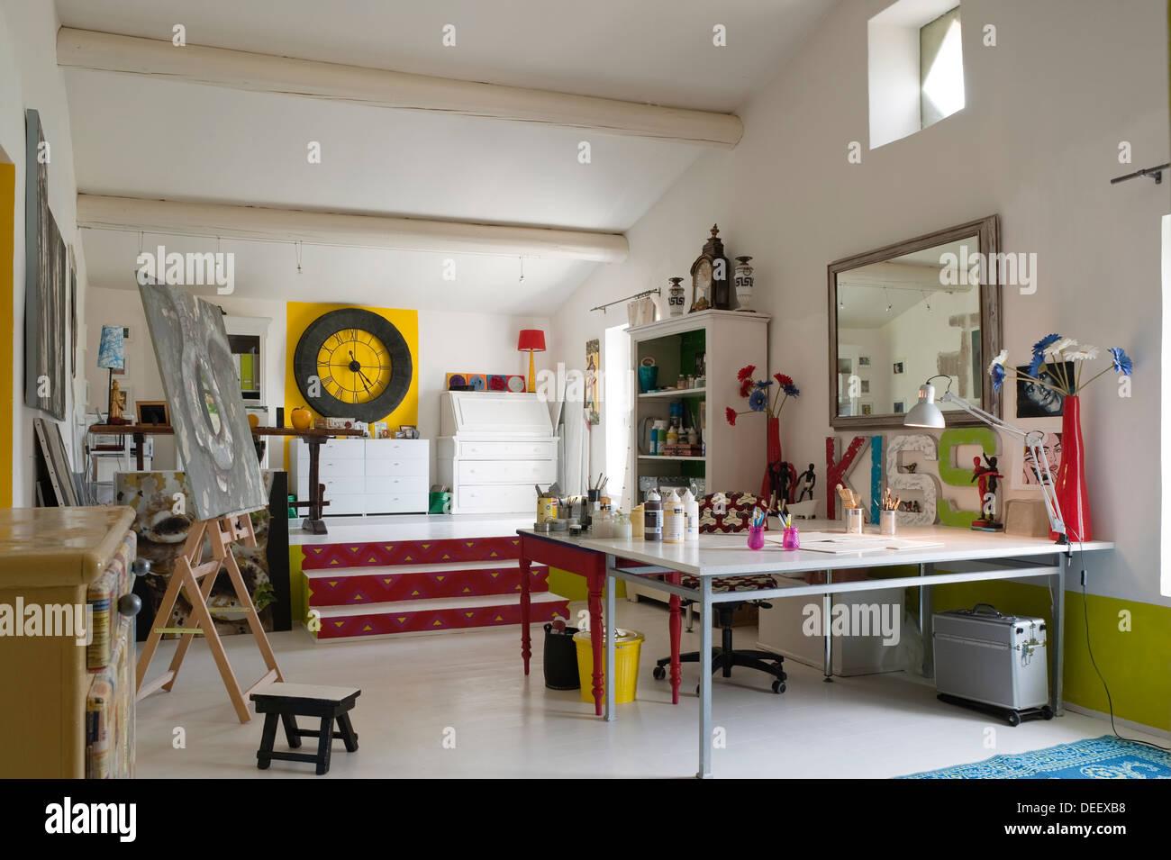 Split level artist's studio atelier with plan table and plenty of natural light - Stock Image
