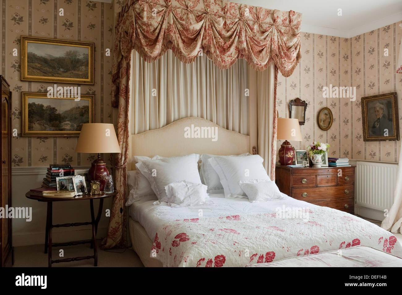 Farmhouse Bedroom With Fabric Pelmet Stock Photo Alamy