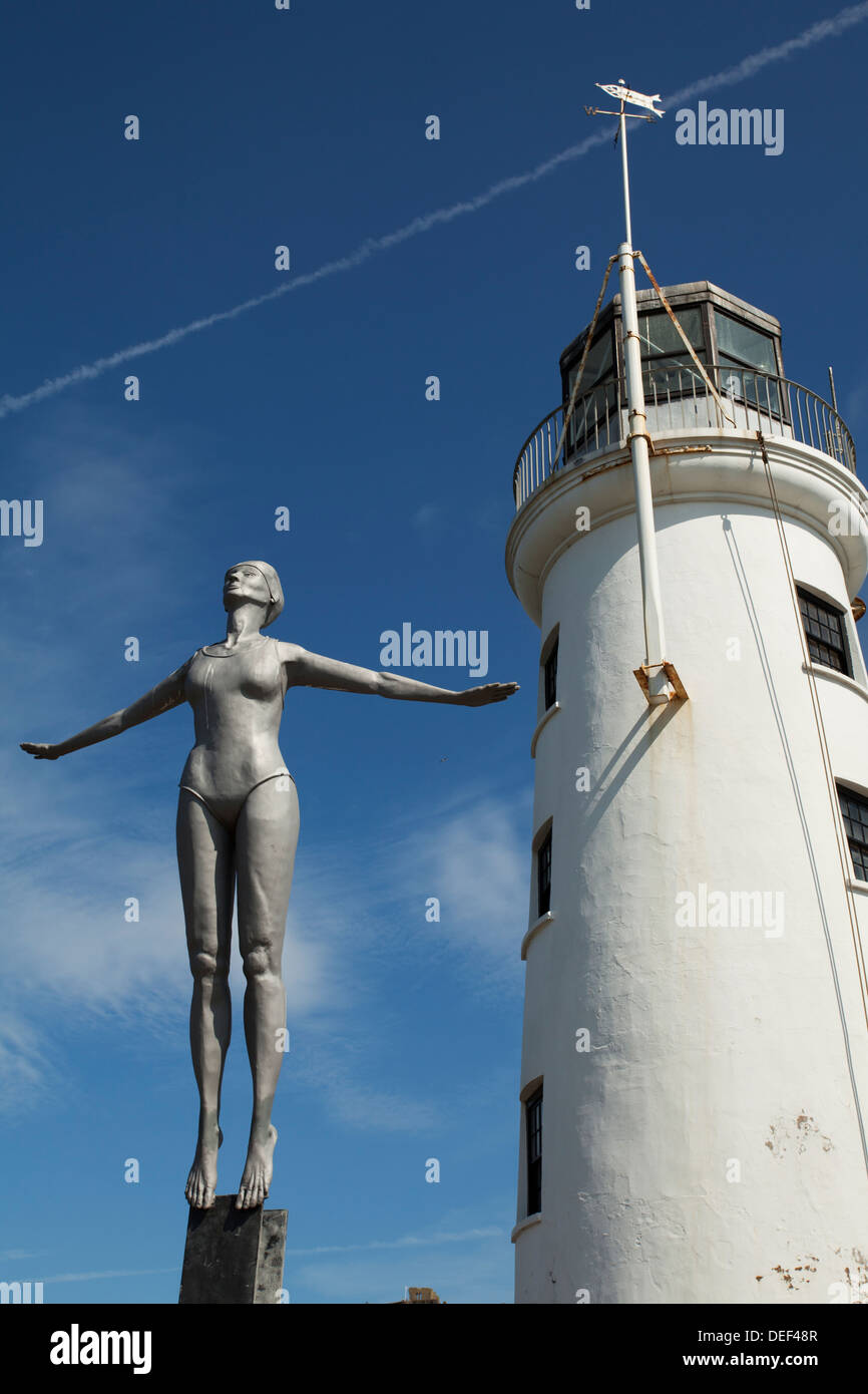 Diving Belle sculpture by the lighthouse on the harbour at Scarborough South Bay - Stock Image