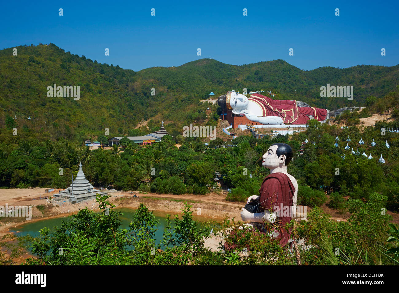 Sleeping Buddha, Win Sein Taw Ya, around Mawlamyine (Moulmein), Mon State, Myanmar (Burma), Asia - Stock Image