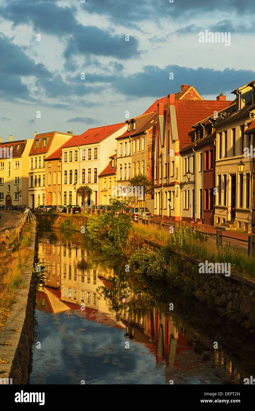 Evening scene in the old town of Wismar, Mecklenburg-Vorpommern, Germany, Baltic Sea, Europe - Stock Image