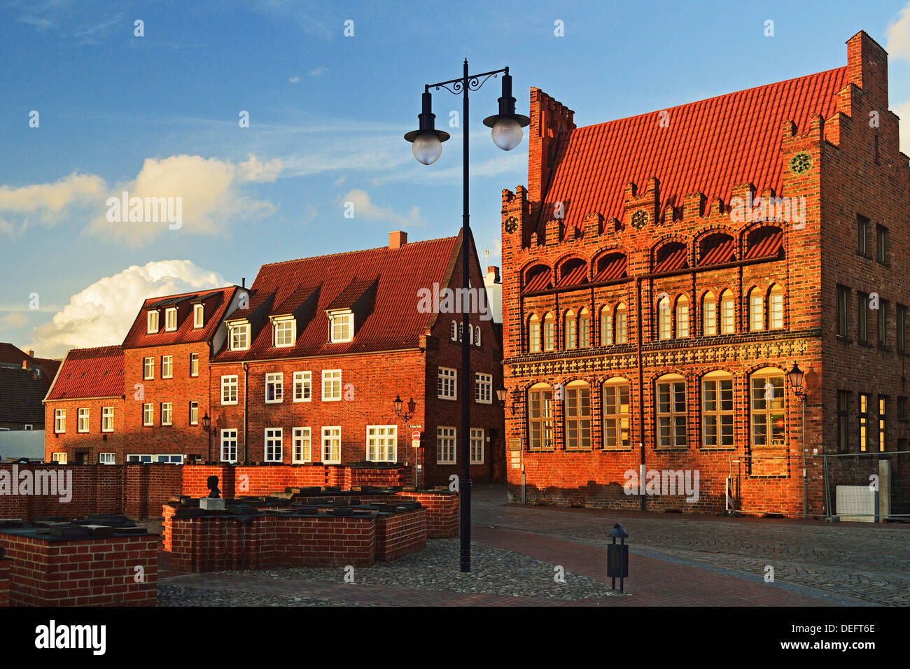 Evening scene in the old town of Wismar, UNESCO World Heritage Site, Mecklenburg-Vorpommern, Germany, Baltic Sea, Europe - Stock Image