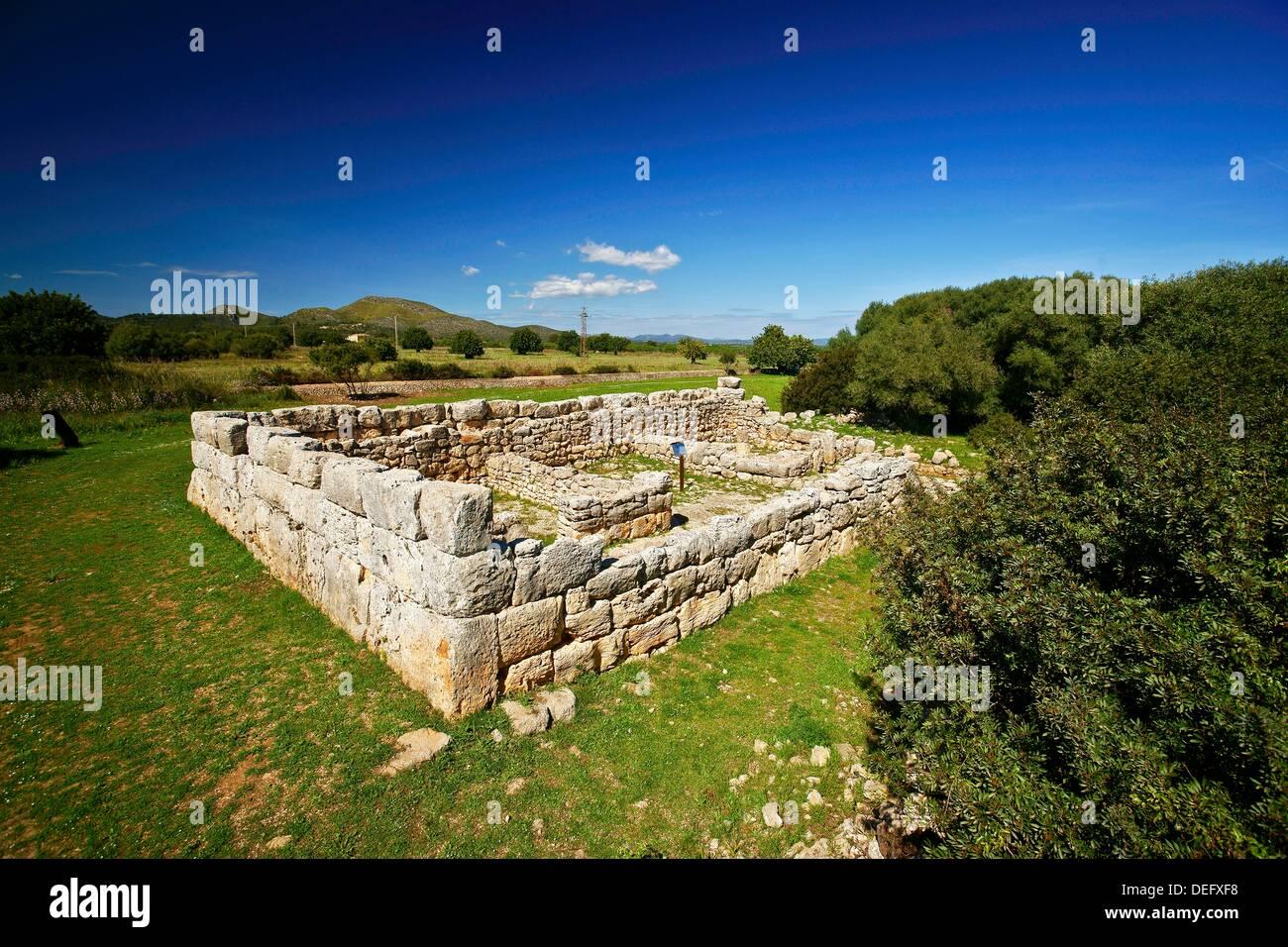 Archaeological rectangular enclosure of s´ Hospitalet Vell 1000-900 BC Balearic Islands Mallorca Spain - Stock Image