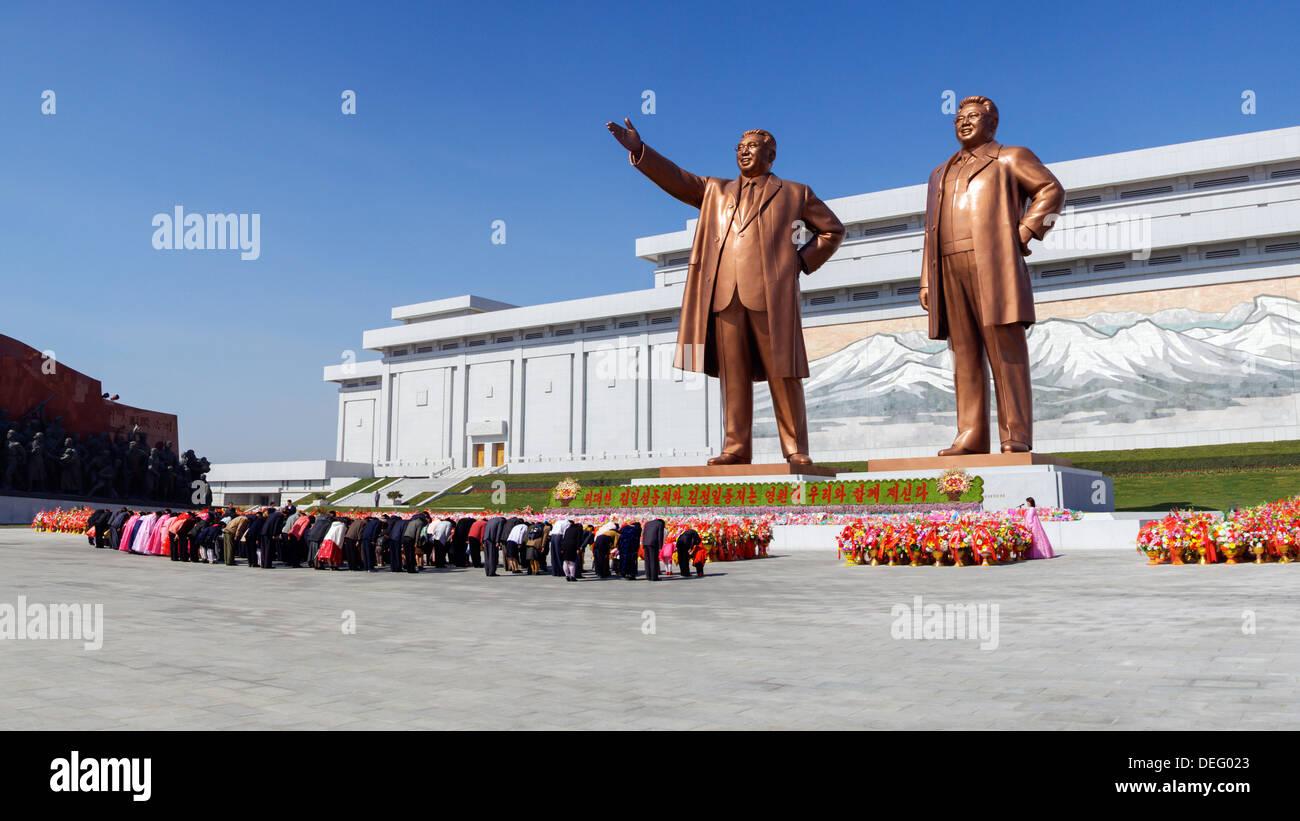 Statues of former Presidents Kim Il-Sung and Kim Jong Il, Pyongyang, North Korea (Democratic People's Republic of Korea), Asia - Stock Image