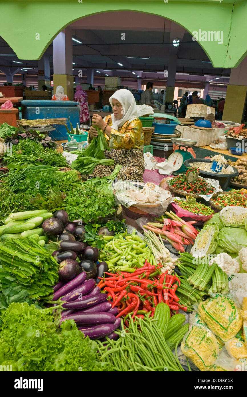 Women selling fruit and vegetables in the town's central market, Kota Bharu, Kelantan State, Malaysia, Southeast - Stock Image