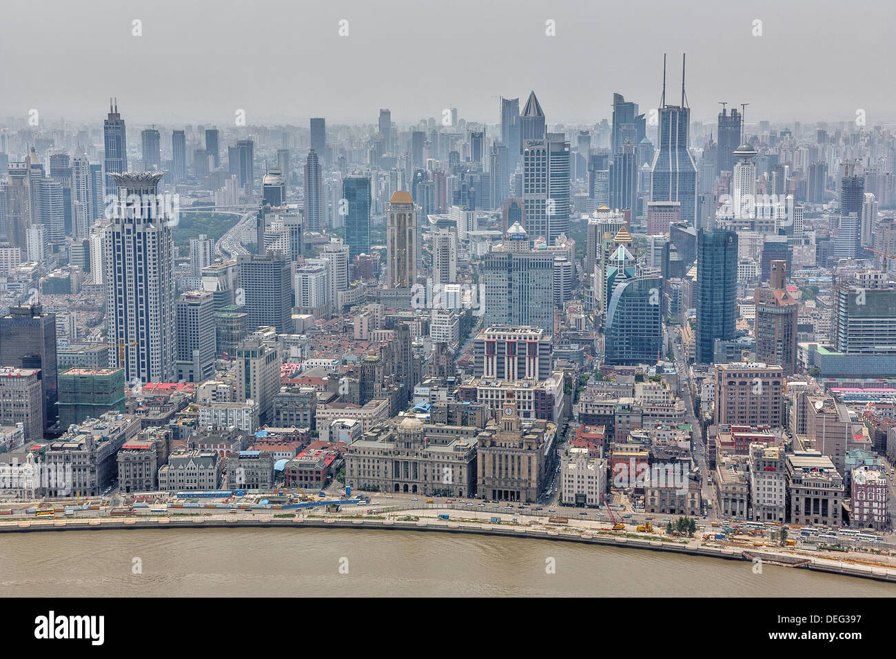 https://c8.alamy.com/comp/DEG397/shanghai-is-the-largest-city-by-population-in-the-peoples-republic-DEG397.jpg