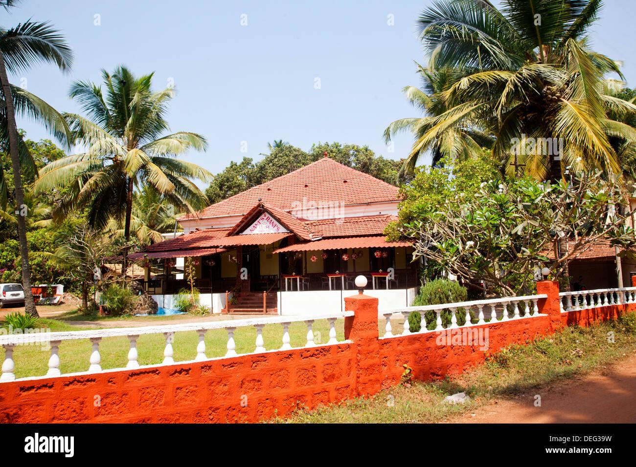 Building surrounded by palm trees, Patrick Spiritual Healer, Nani's Rani's, Baga, Bardez, North Goa, Goa, India - Stock Image