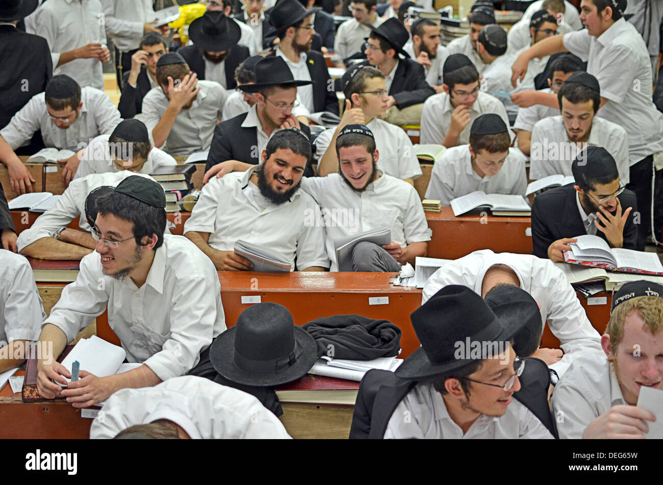Orthodox Jewish boys studying and praying at Lubavitch headquarters in the Crown Heights section of  Brooklyn, New - Stock Image