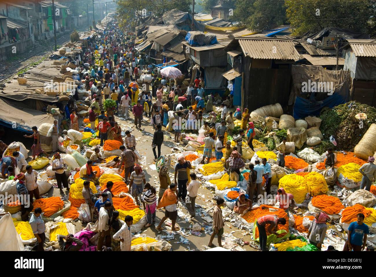 Armenia Ghat flower market, Kolkata (Calcutta), West Bengal, India, Asia Stock Photo
