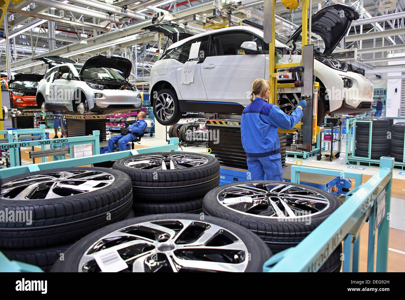 Employees Of Bmw Assemble An Electric Car I3 In Leipzig Germany 18