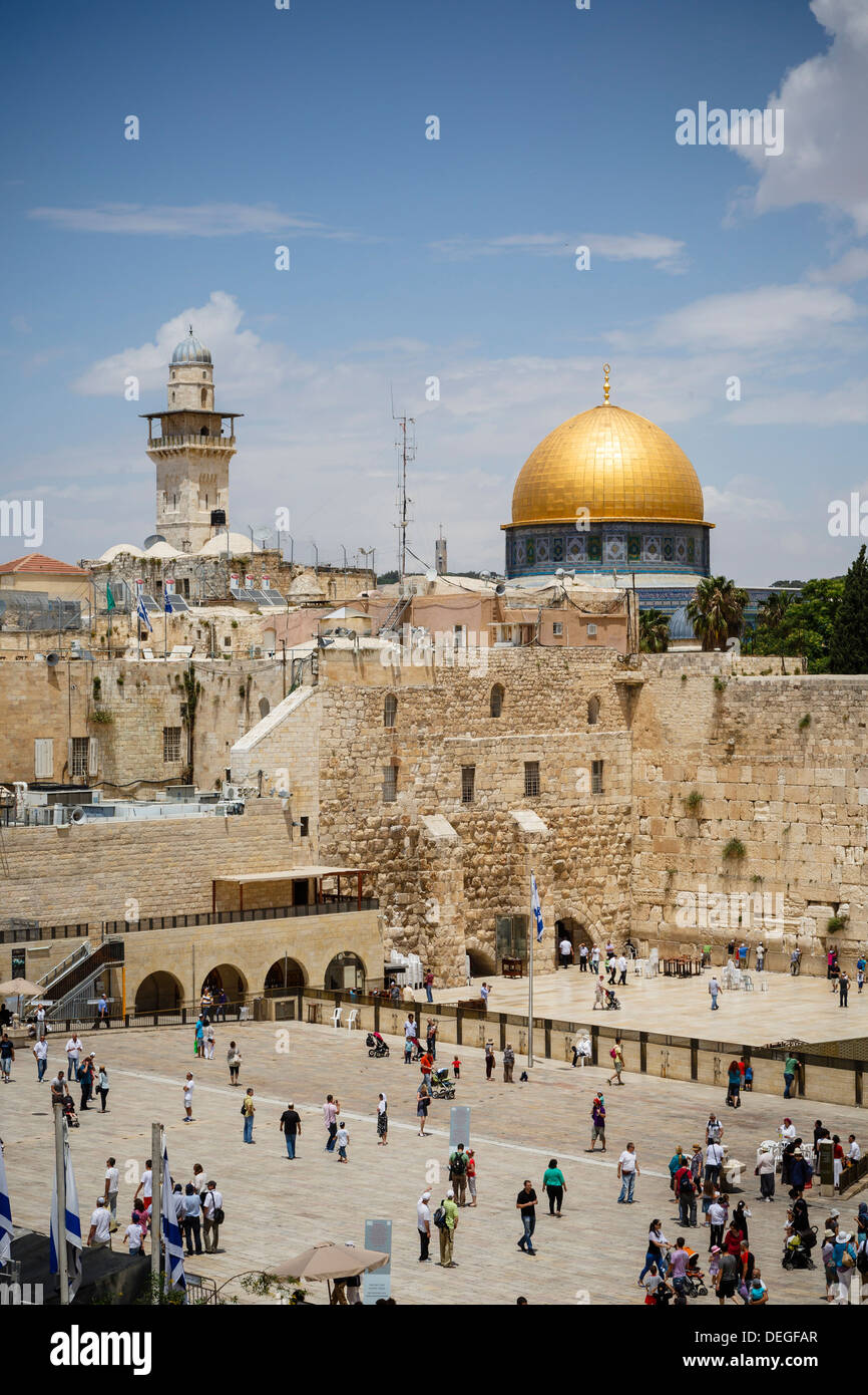 View over the Western Wall (Wailing Wall) and the Dome of the Rock mosque, Jerusalem, Israel, Middle East - Stock Image