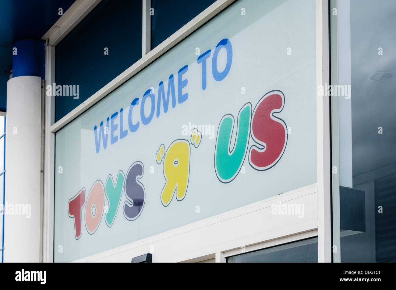 Toys R Us Sign : Toys r us stock photos images alamy