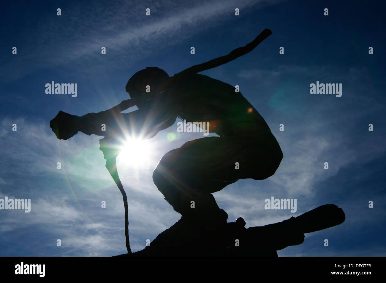 close-up of statue 'The Edge' with sunburst (Vail, Colorado, USA) - Stock Image