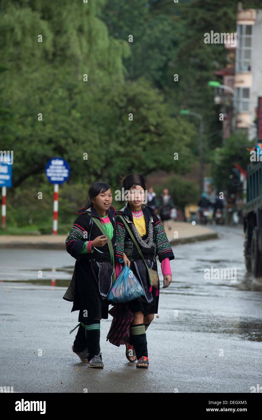 Young girls walk on Sa Pa downtown, Sa Pa, Vietnam - Stock Image