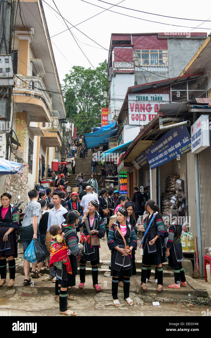 Black Hmong`s sun day market in Sa Pa downtown, Vietnam - Stock Image