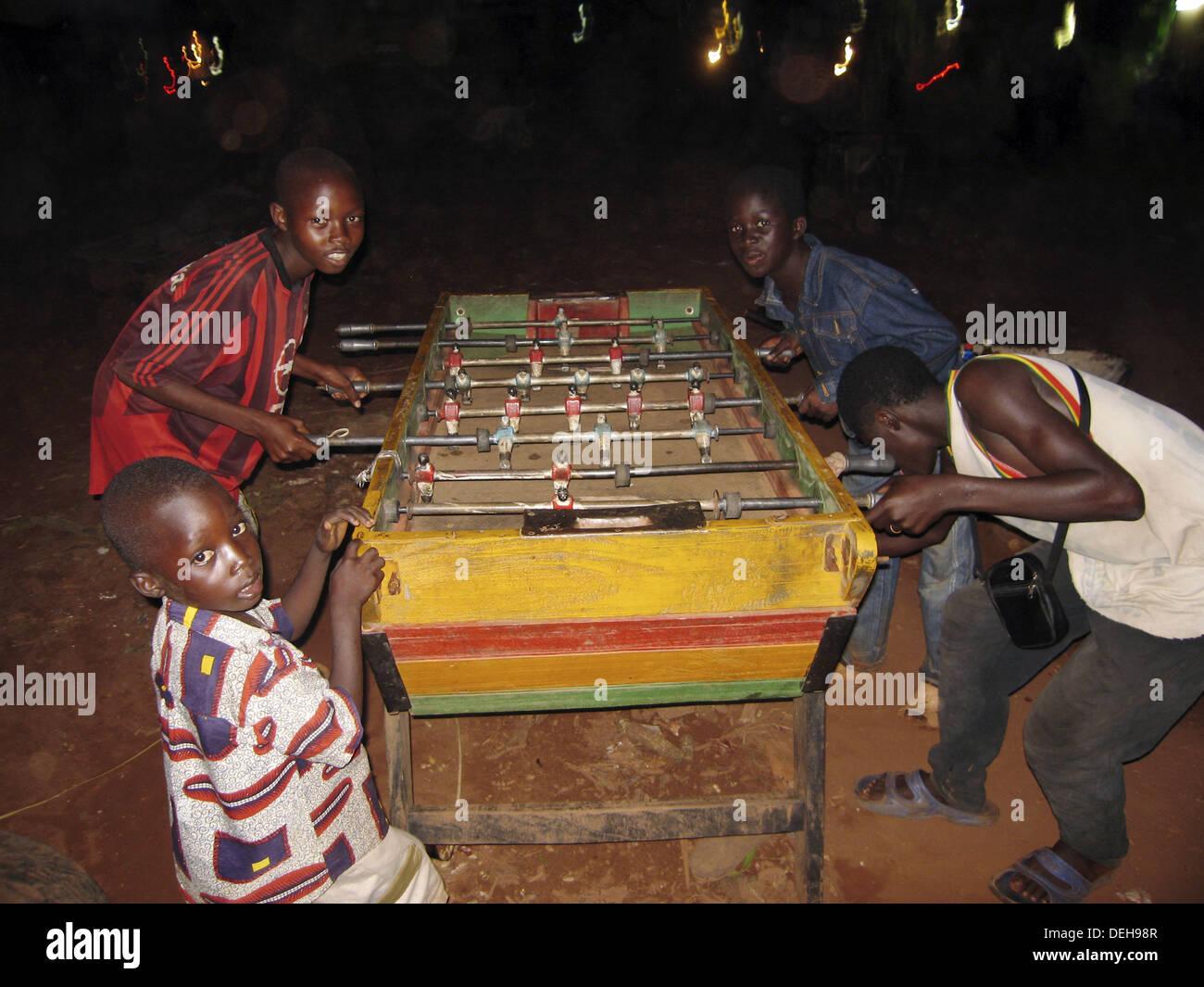 Senoufo children playing table football at night, Banfora. Burkina Faso - Stock Image