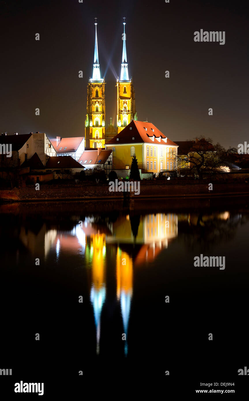saint john the baptist cathedral in wroclaw, poland, at night - Stock Image