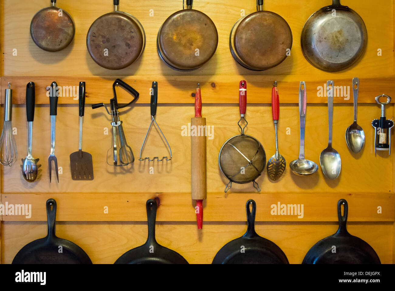 Bovina Center, New York - Pots and pans hanging on the wall of a cabin in the Catskill Mountains. - Stock Image