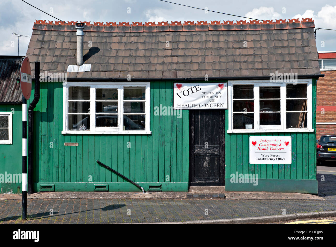 The Wyre Forest's Independent Community and Health Concern Party Constituency Office, Station Approach, Kidderminster - Stock Image