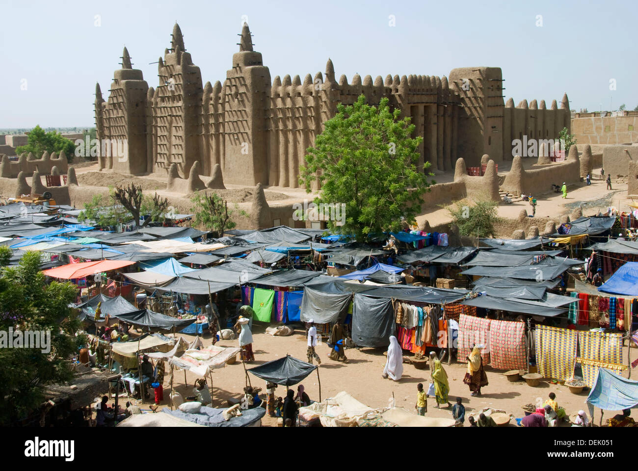 Great Mosque of Djenné and monday market. Djenné. Mopti region. Niger Inland Delta. Mali. West Africa. Stock Photo