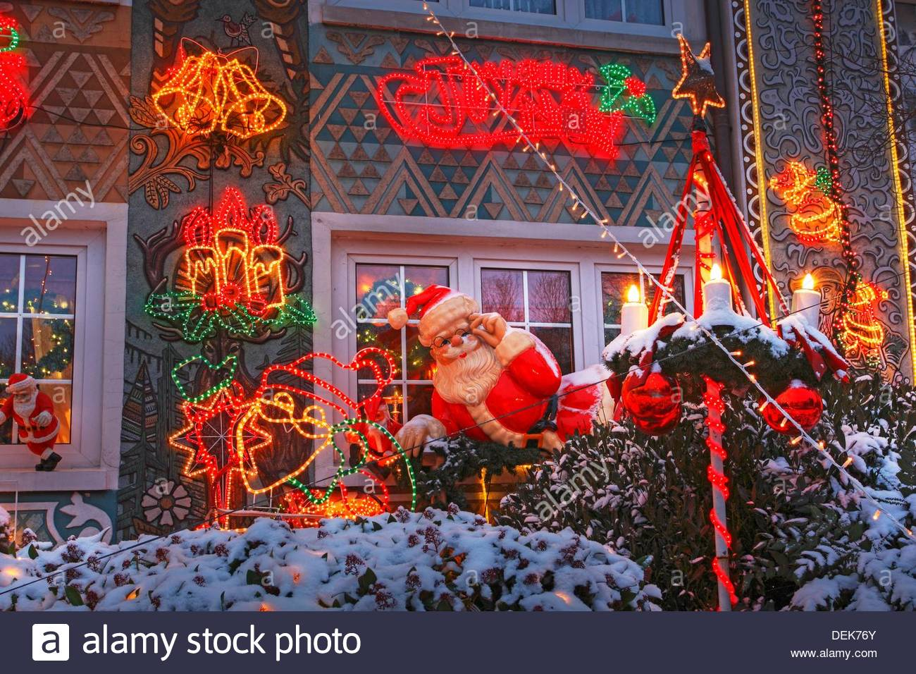 Haus Weihnachtsbeleuchtung.Haus Mit Weihnachtsbeleuchtung In Hamburg Stock Photos Haus Mit