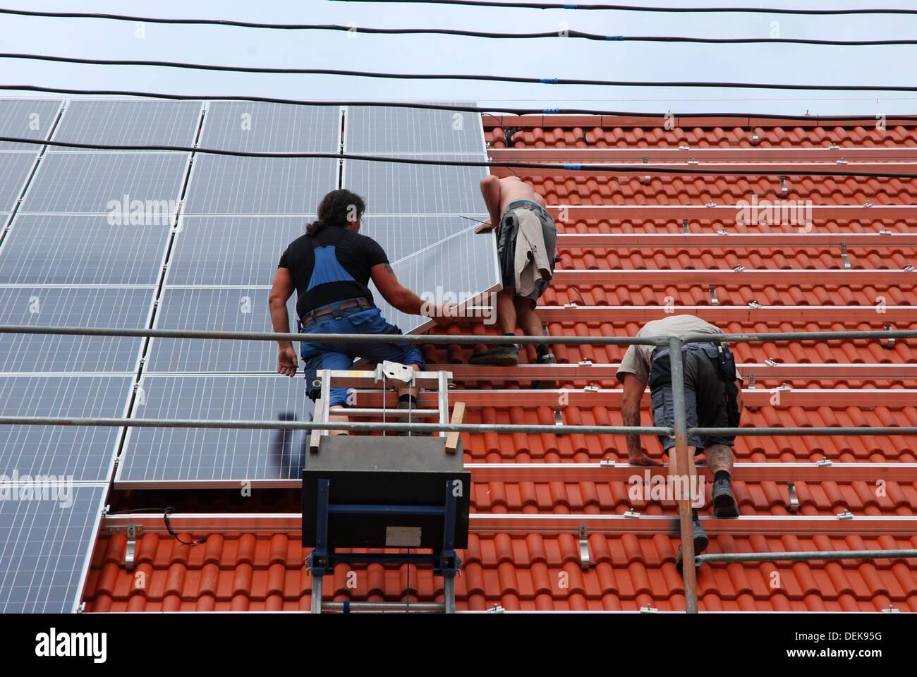 Installation of a solar plan - Stock Image