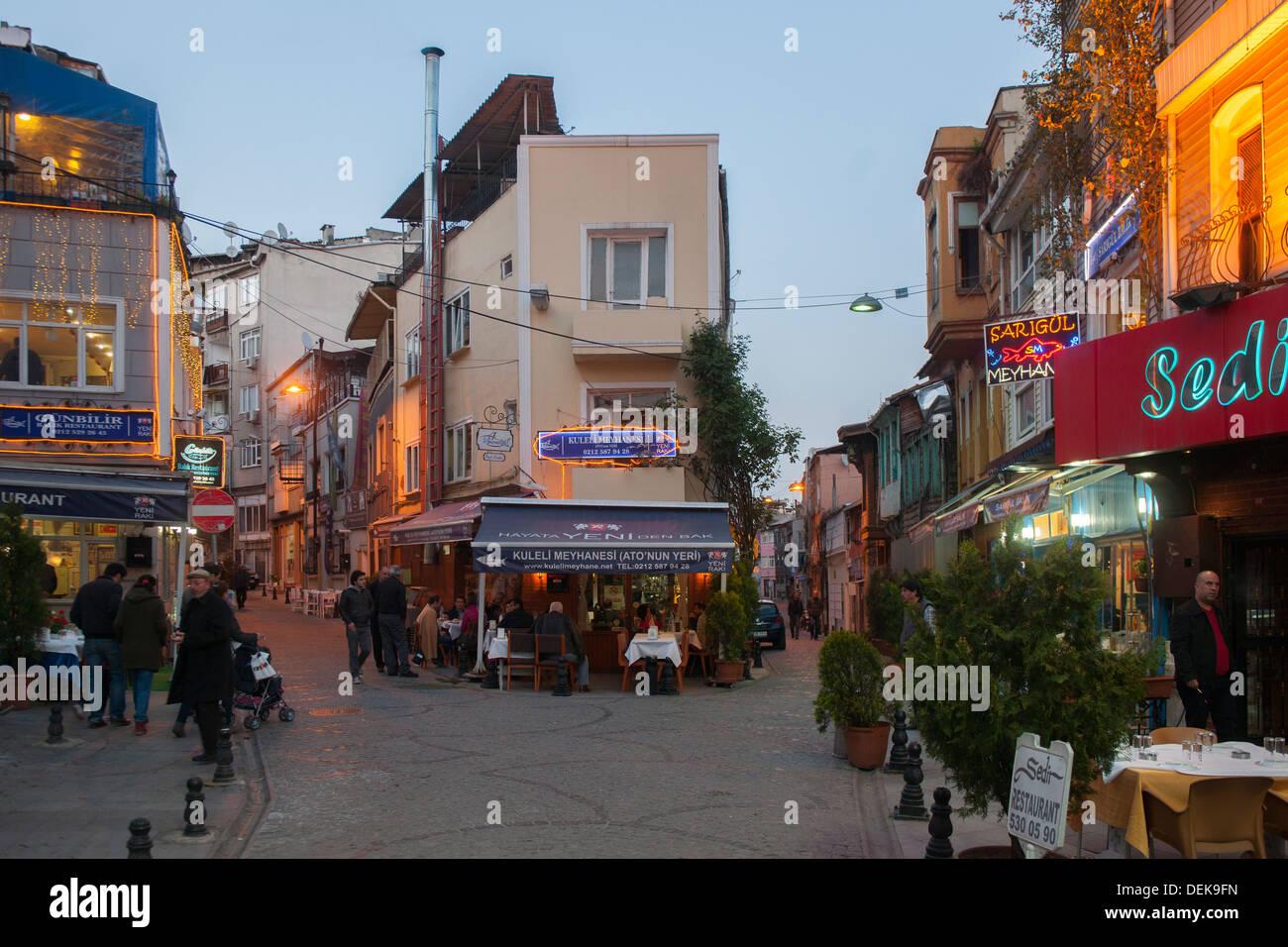 Istanbul, Samatya, Fischlokale am Abend - Stock Image