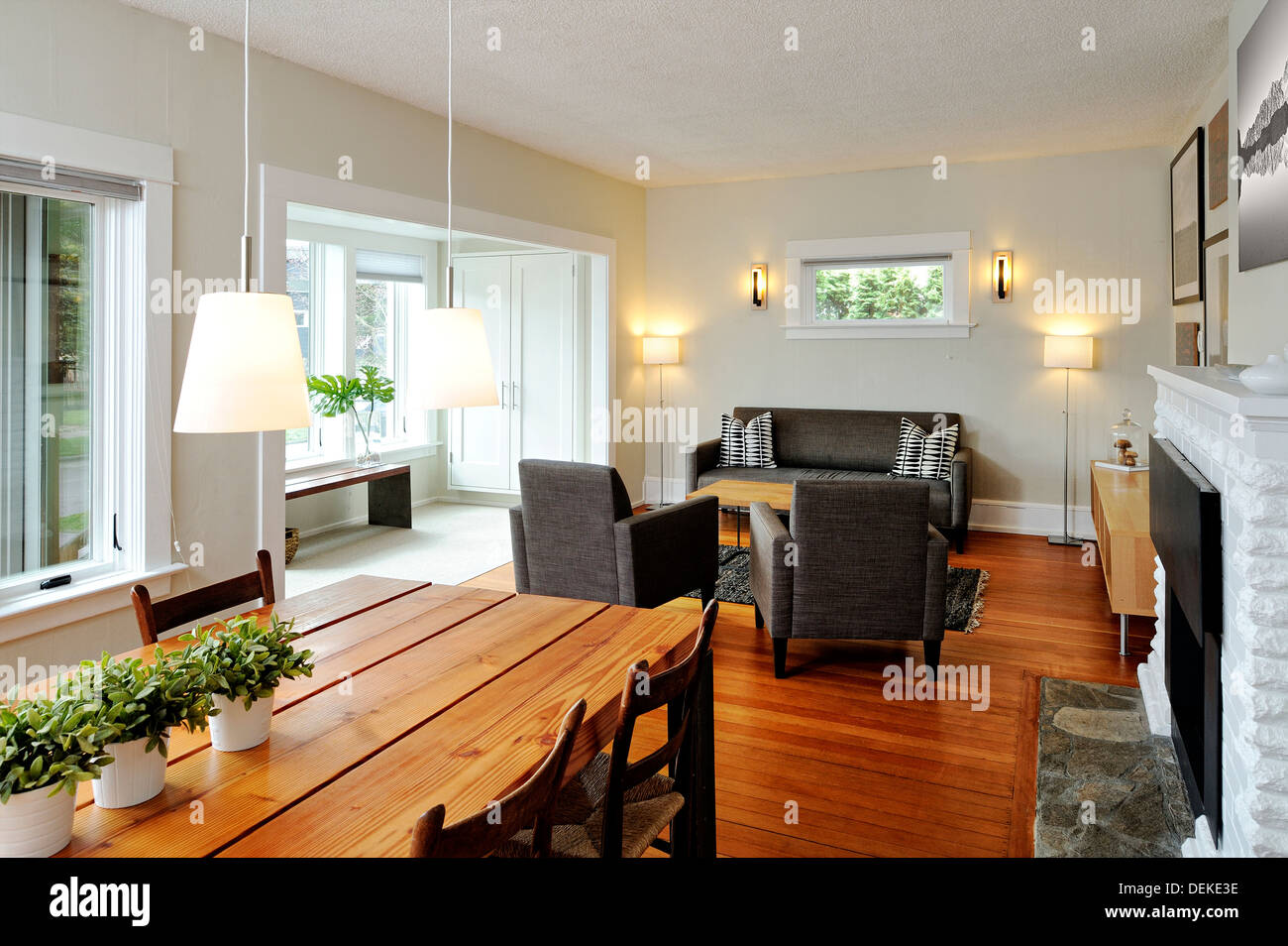 Dining table and livingroom in modern craftsman home - Stock Image