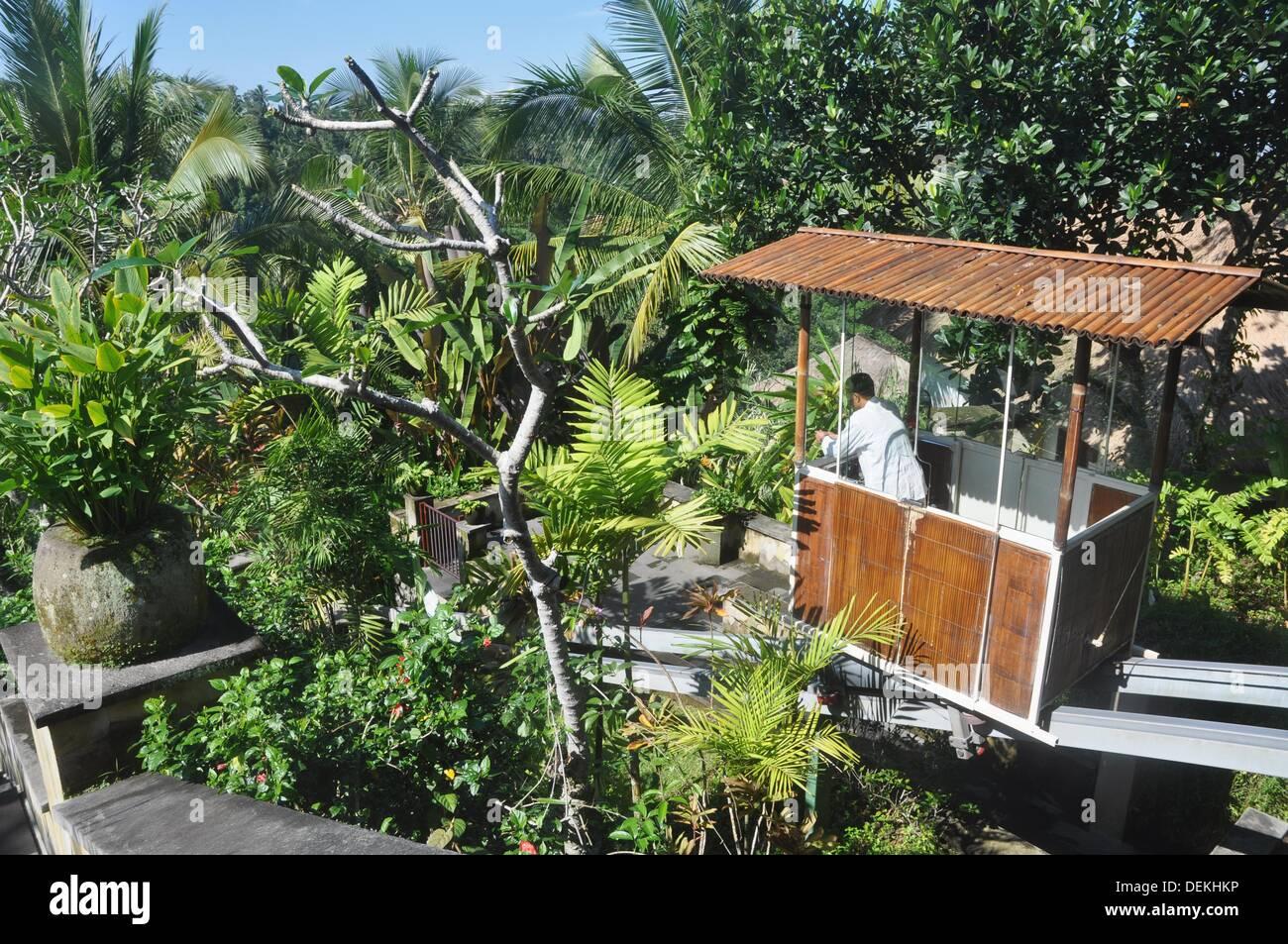 near Ubud (Bali, Indonesia): the New Zealander funicular at the Ubud Hanging Gardens Hotel - Stock Image