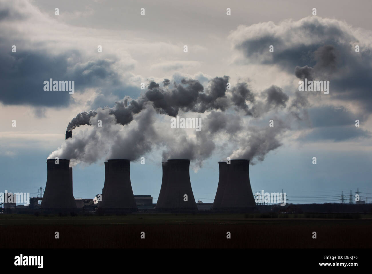Smoke and steam bellows from the chimneys and cooling towers of Ratcliffe-on-Soar power station - Stock Image