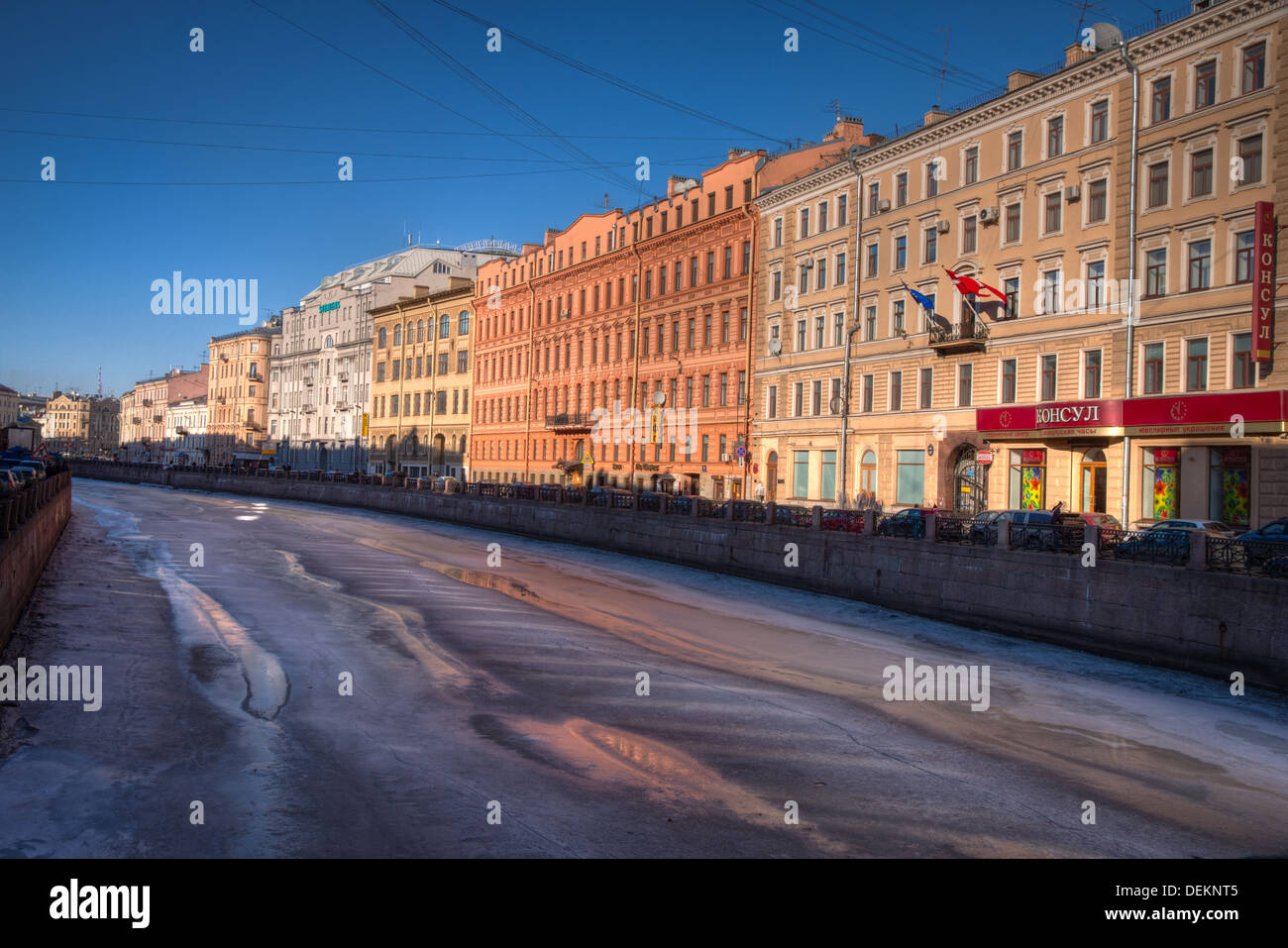 Late evening rays and a frozen canal in St. Petersburg - Stock Image