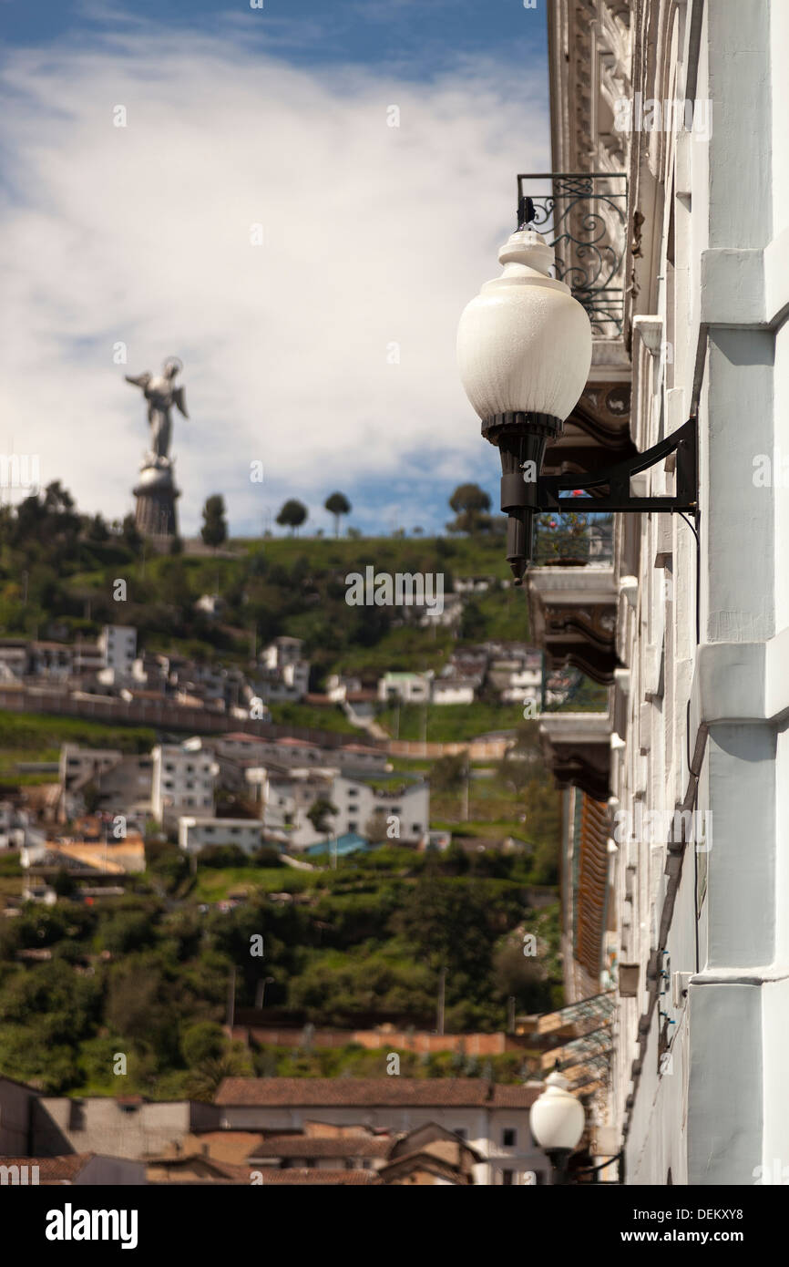 Streetlamp overlooking village street, Quito, Ecuador - Stock Image