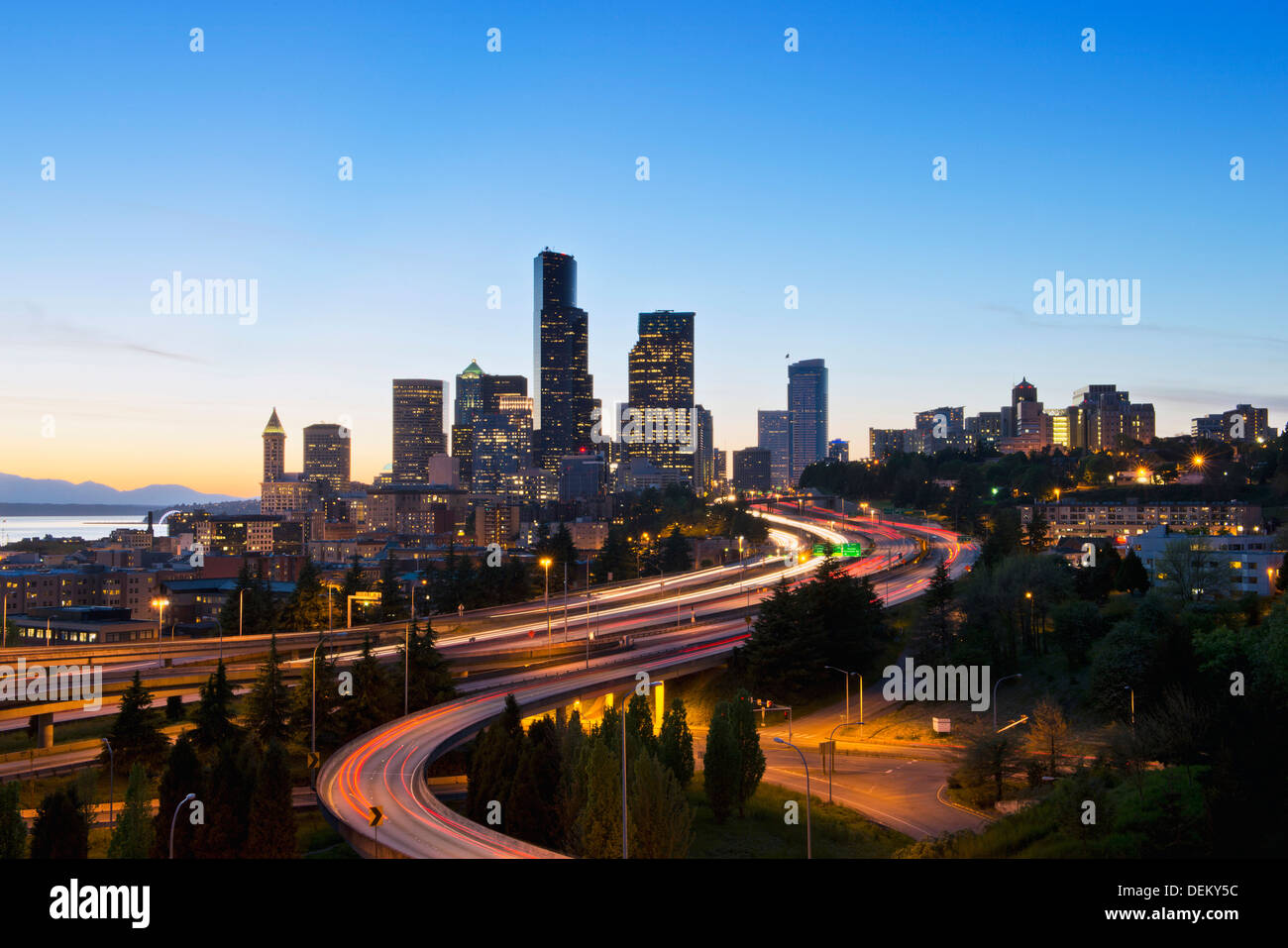Freeways and Seattle skyline at sunset, Seattle, Washington, United States - Stock Image