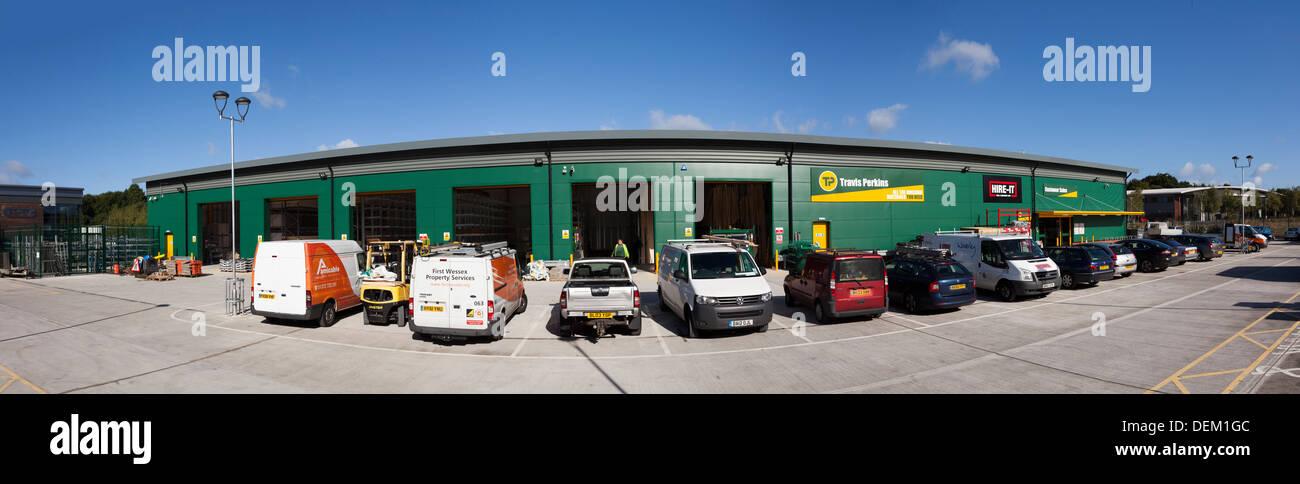 builders vans parked outside Travis Perkins Builders Merchants - Stock Image