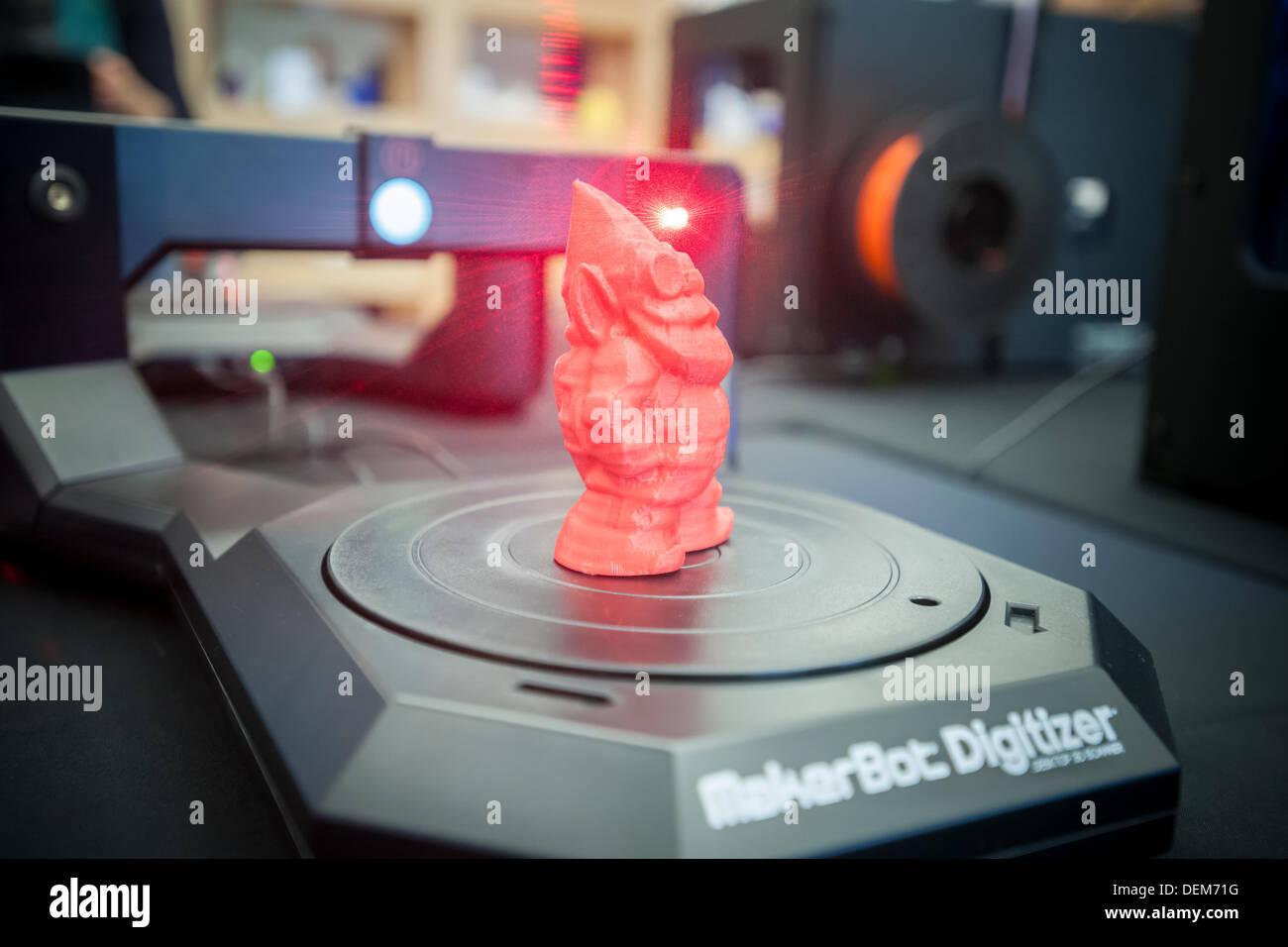 New York, USA. 20th September 2013. A MakerBot Industries MakerBot Digitizer Desktop 3D scanner scans a gnome figure in the MakerBot offices in New York on Friday, September 20, 2013. MakerBot introduced their $1400 MakerBot Digitizer Desktop 3D scanner which will enable users to scan objects up to 8X8X8 inches and print out duplicates on their $2199 Replicator 2 or another brand of 3D printer. Credit:  Richard Levine/Alamy Live News - Stock Image