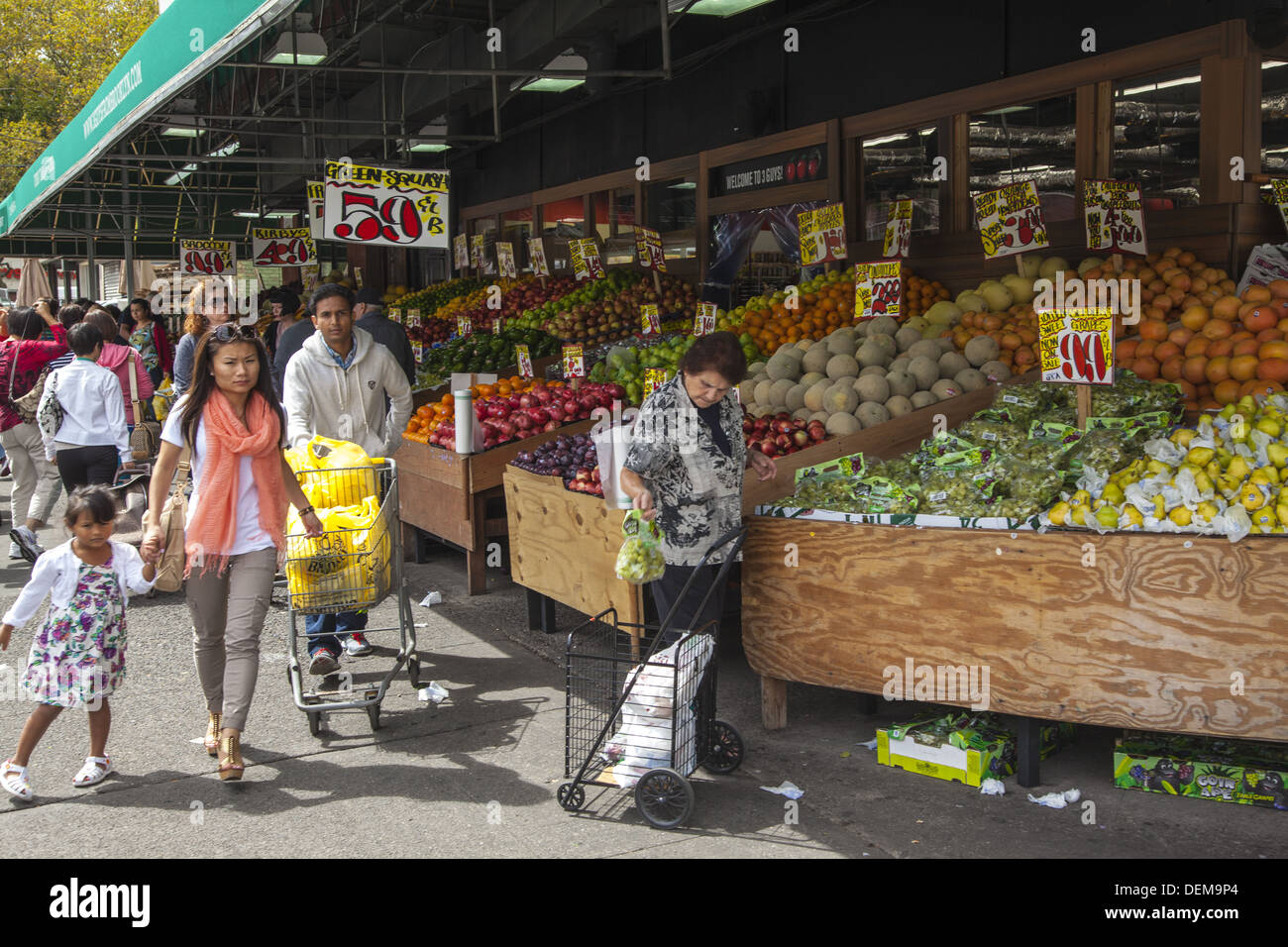 grocery Shop) (america) (fruits) Stock Photos & (grocery Shop ...