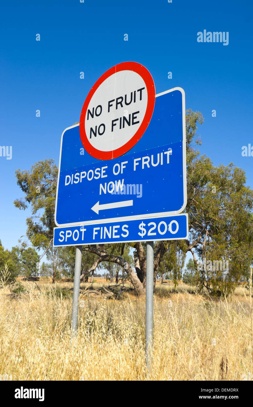 Fruit Fly Exclusion Zone Sign, New South Wales, Australia - Stock Image