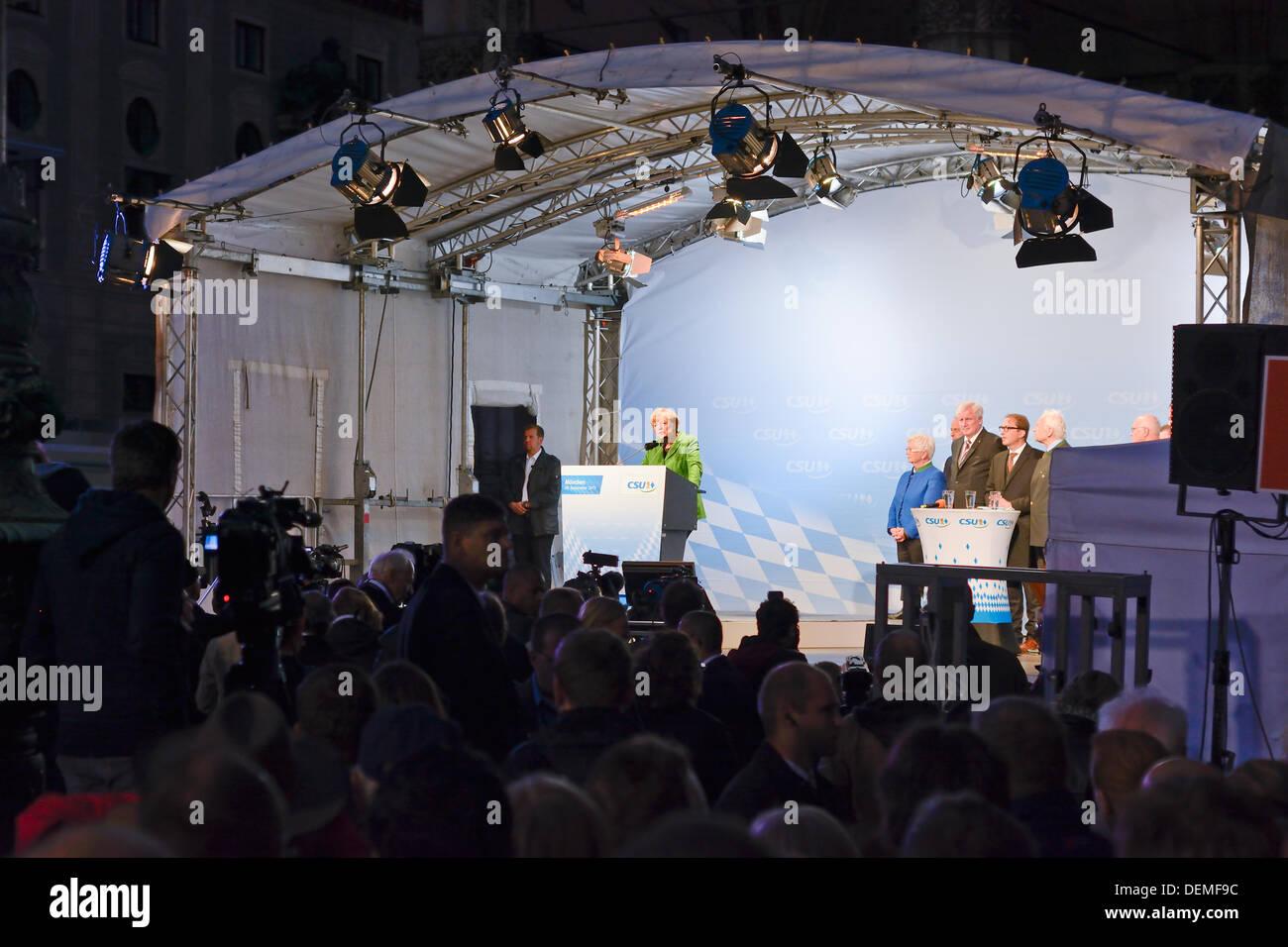 Munich, Germany. 20th September 2013. Chancellor Angela Merkel and CSU Chef Horst Seehofer campaigning on the Odeonsplatz in Munich Credit:  Steven Jones/Alamy Live News - Stock Image