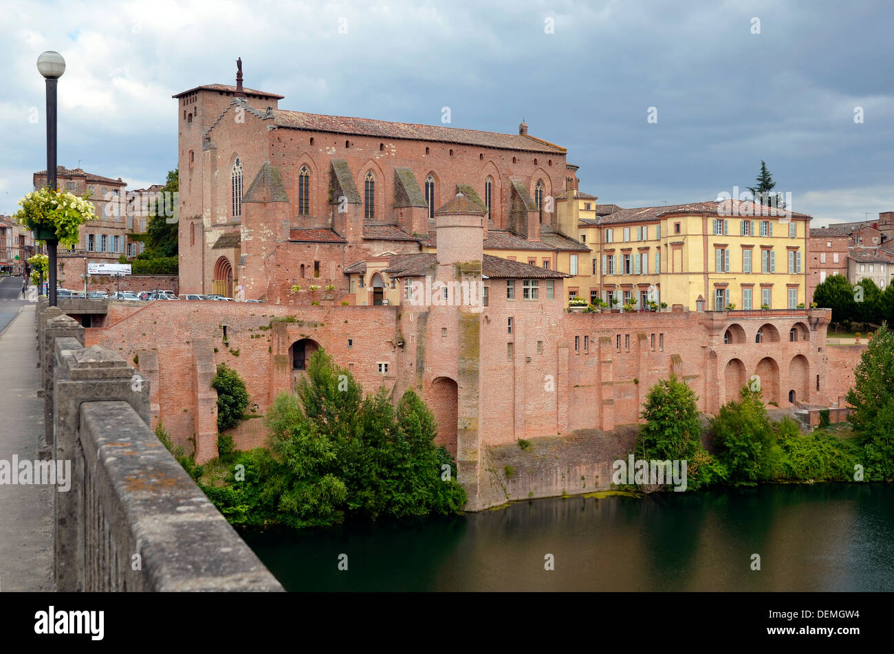 Abbey Saint Michel and fortifications along the Tarn river of the town of Gaillac in southern France, Midi-Pyrénées region - Stock Image