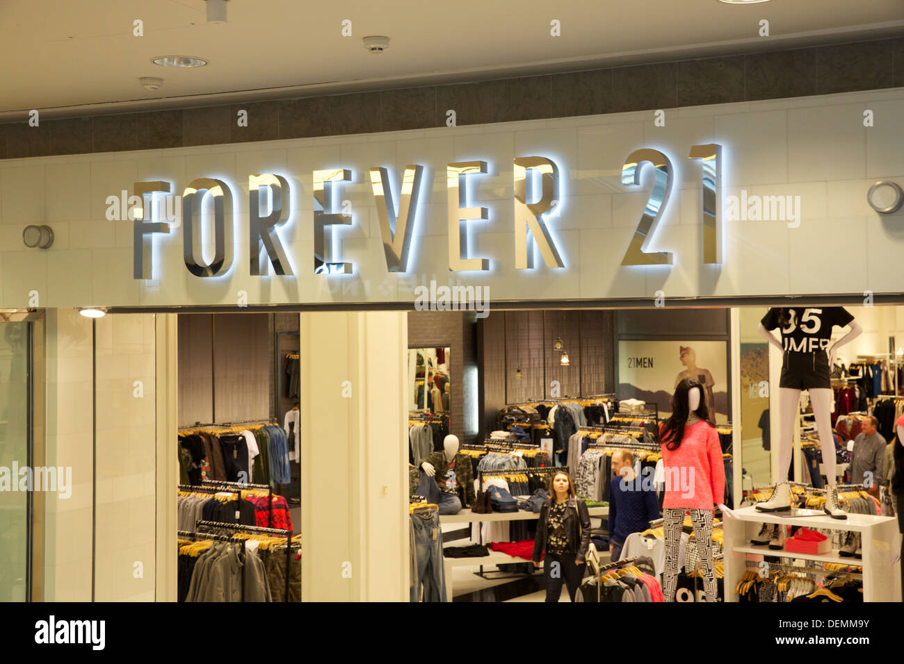Forever 21 Shop Front Stock Photo 60691287 Alamy