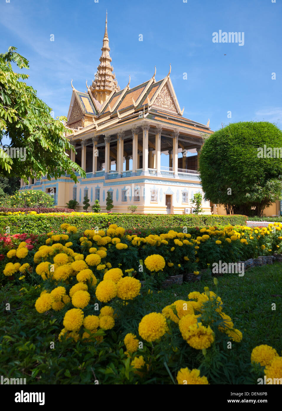 The lovely Moonlight Pavilion, with yellow flowers in the foreground, on the grounds of the Royal Palace in Phnom Penh, Cambodia - Stock Image
