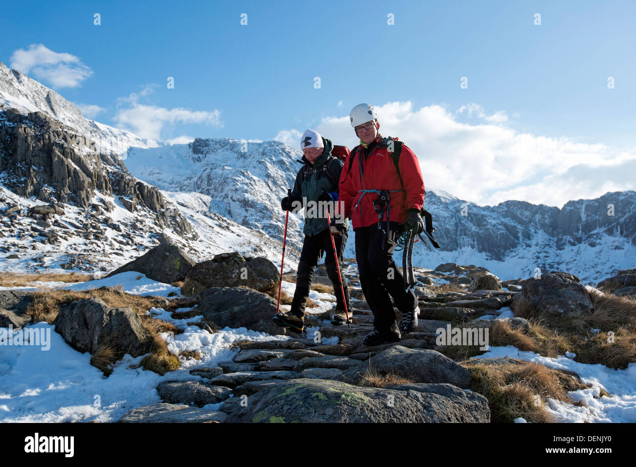 Walkers in the glyderau, Snowdonia National Park, North Wales, UK - Stock Image