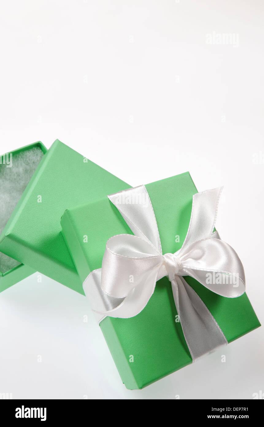 White Tiffany Box Stock Photos & White Tiffany Box Stock Images - Alamy