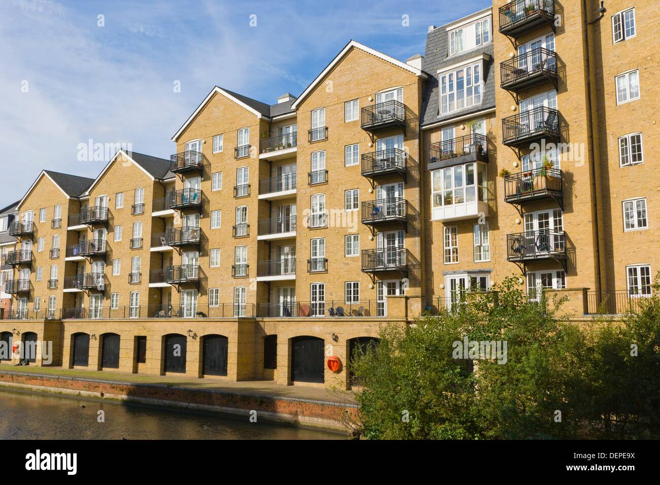 Riverside House Apartments from Bridge Street, from A327, Reading ...