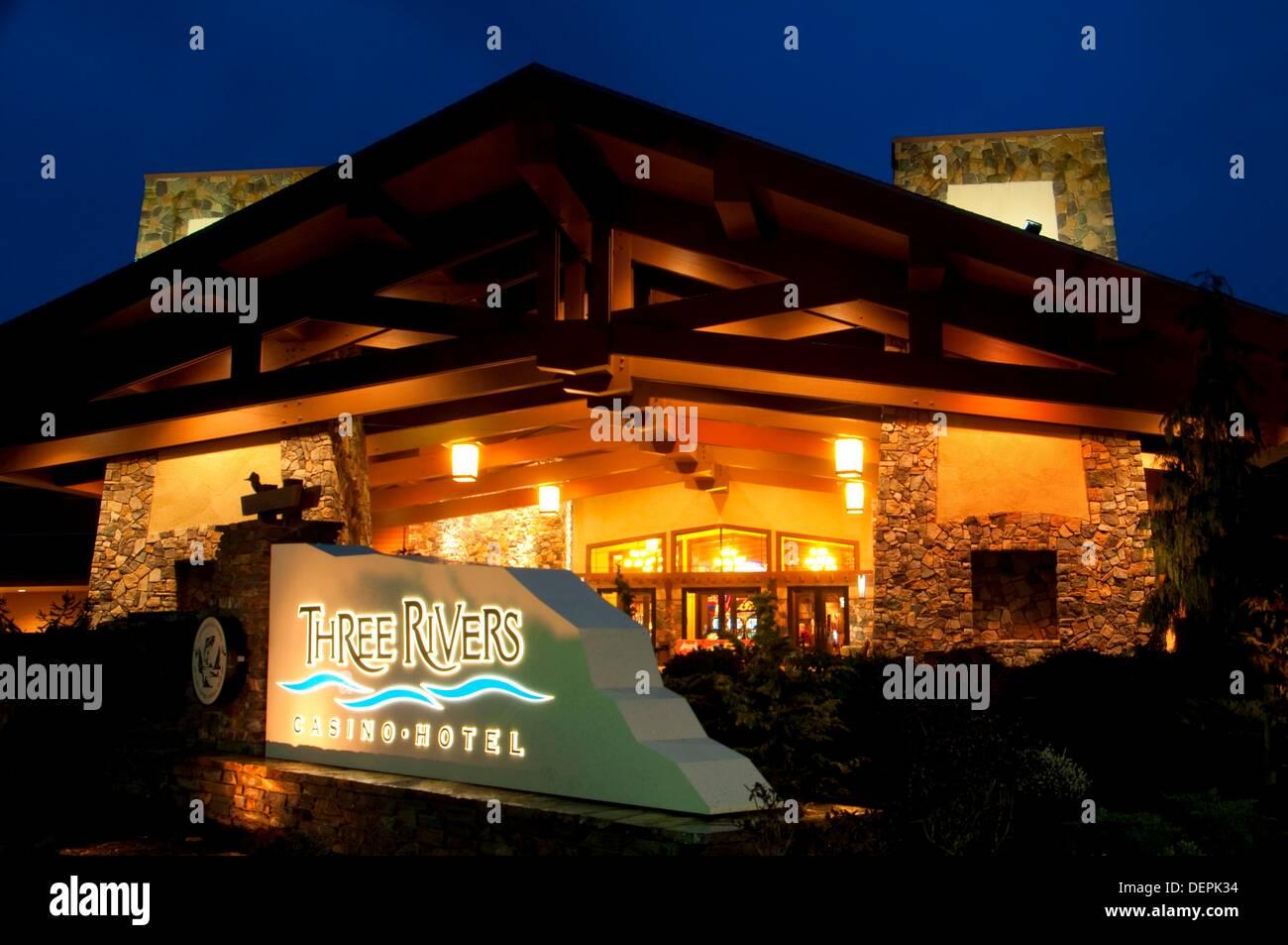 Three rivers casino florence oregon poker iphone 1 sim card slot