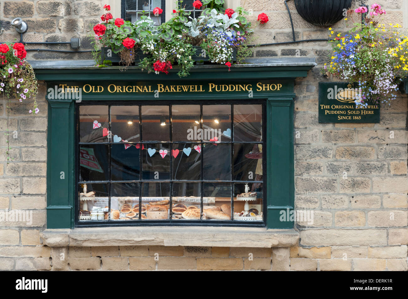 The window of the Old Original Bakewell Pudding Shop Bakewell Peak District Derbyshire UK - Stock Image