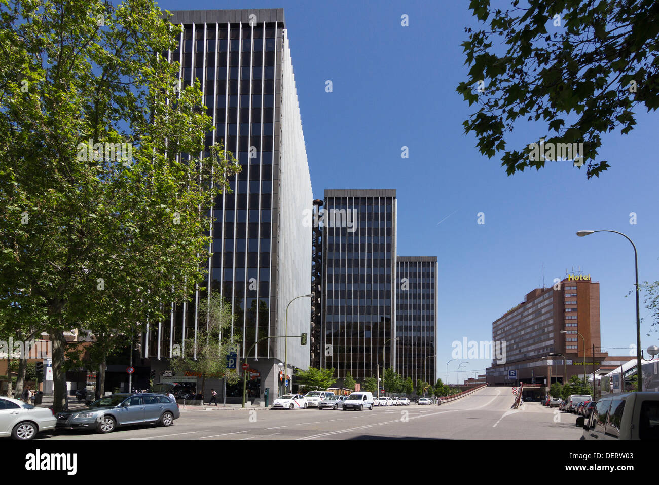From Plaza de Castilla this road, Calle Augustin de Foxa, leads to Chamartin railway station and Chamartin Hotel Stock Photo