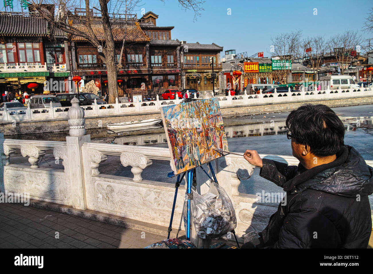 A Chinese man draw a oil painting at Shichahai, Beijing - Stock Image